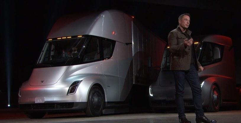 Elon Musk prezentuje Teslę Semi /