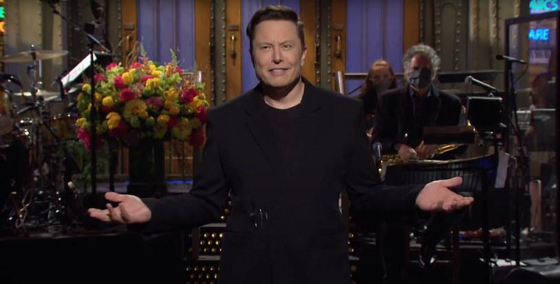 Elon Musk prowadzący Saturday Night Live /SNL/NBC/Ferrari Press /East News