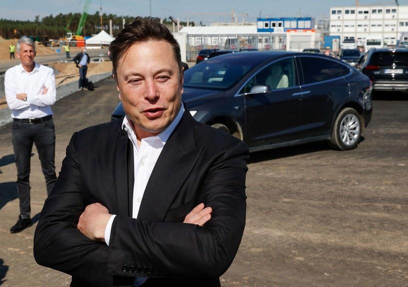 Elon Musk, szef firmy Tesla, na budowie fabryki w Gruenheide k. Berlina /AFP