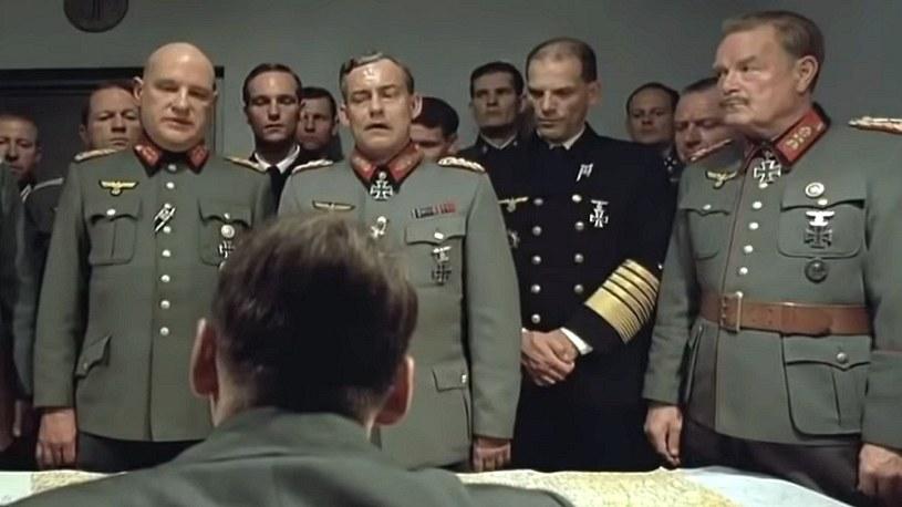 Elon Musk zamieścił zabawny film, na którym Hitler wiesza psy na jego Tesli /Geekweek