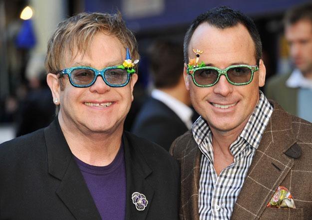 Elton John i David Furnish chcą pomóc ukraińskiej sierocie fot. Gareth Cattermole /Getty Images/Flash Press Media
