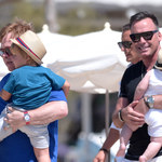 Elton John i David Furnish na wakacjach z synami