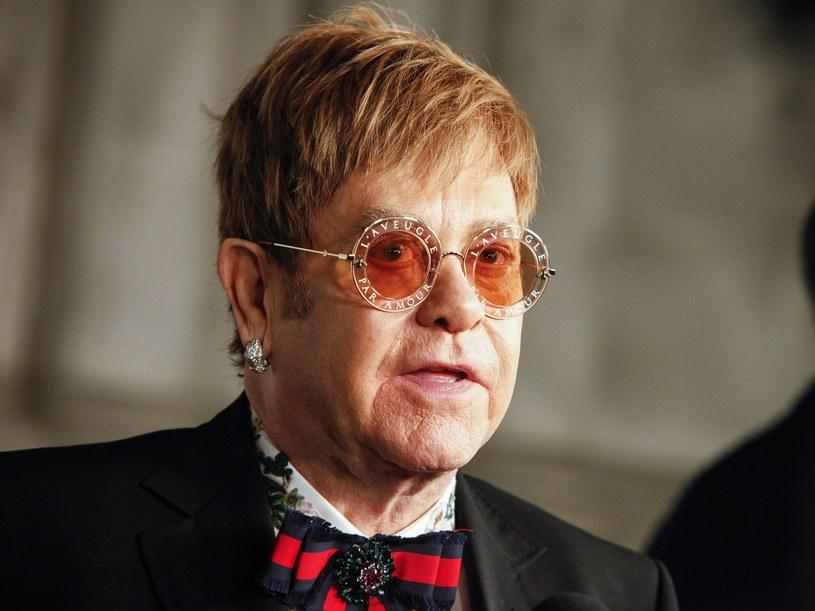Elton John poinformował o śmierci swojej matki na oficjalnym profilu na Instagramie /East News