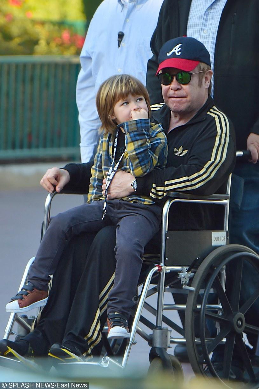 Elton John przyznaje, że z mężem stara się o córkę /East News