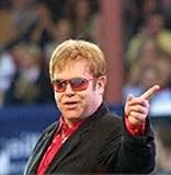 Elton John się ceni /AFP
