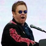 Elton John trzyma język za zębami