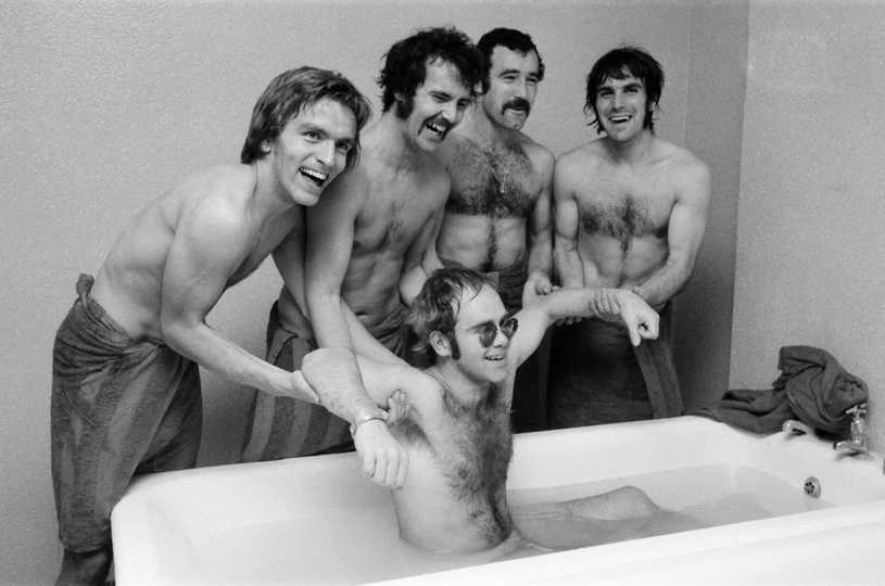 Elton John w latach 70. /Mirrorpix /Getty Images
