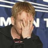 Elton John właśnie zobaczył wampira /AFP