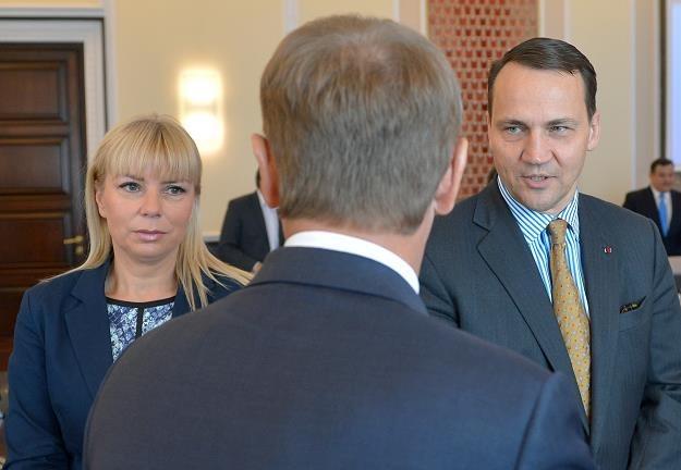 Elżbieta Bieńkowska i Radosław Sikorski przed dzisiejszym posiedzeniem rządu /PAP
