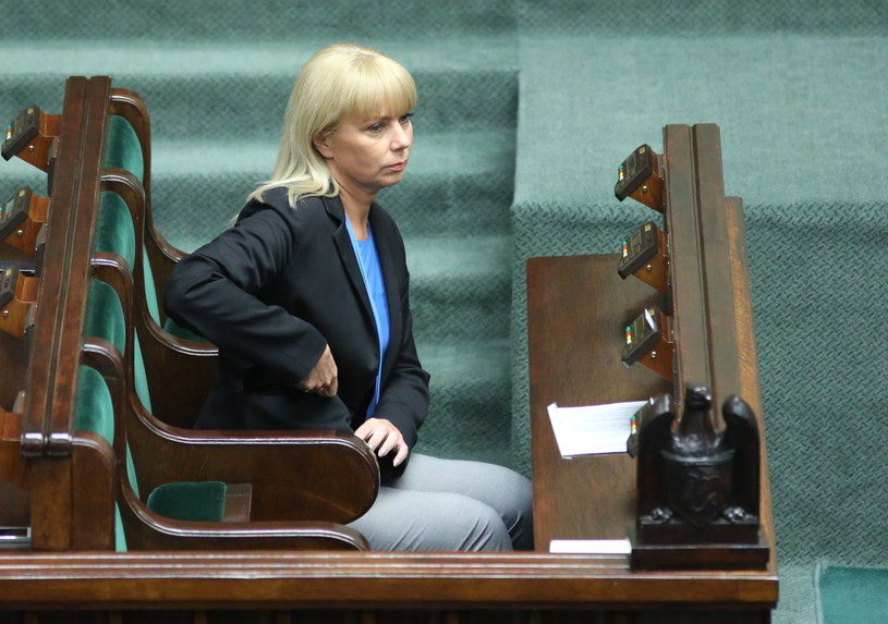 Elżbieta Bieńkowska przed głosowaniem ws. wotum zaufania dla rządu /Radek Pietruszka /PAP