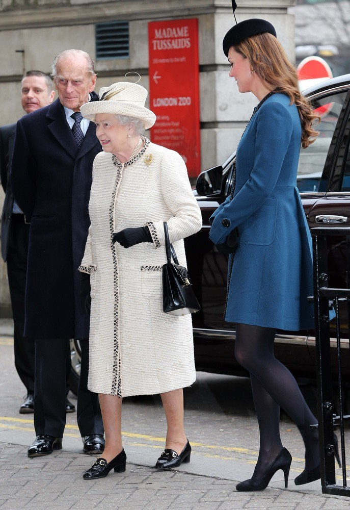 Elżbieta II i księżna Kate /- /East News