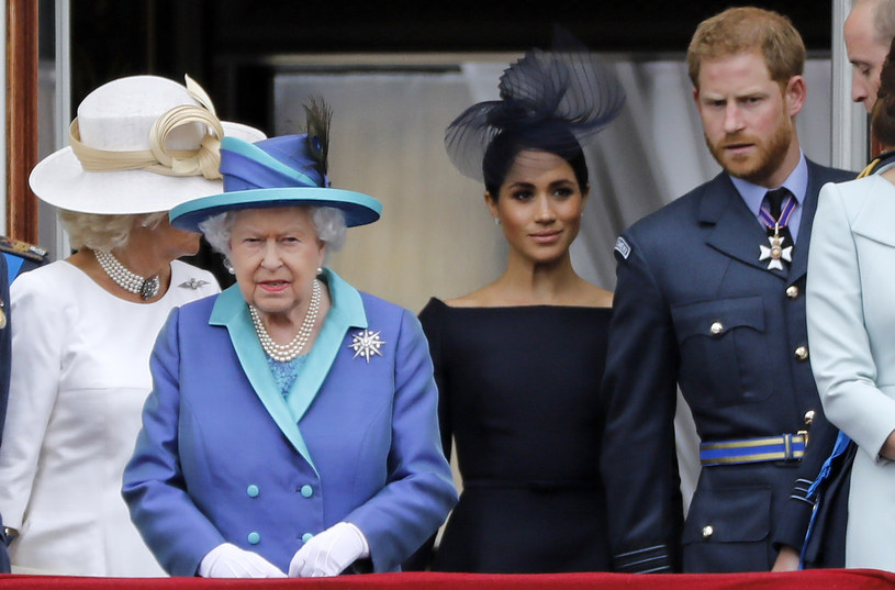Elżbieta II, księżna Meghan i książę Harry /AFP