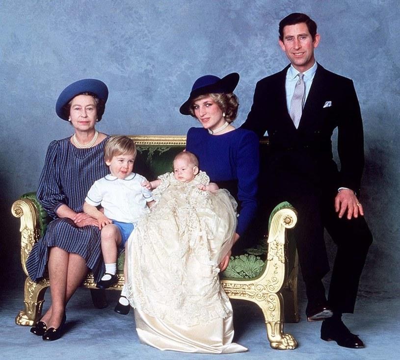 Elżbieta II, William, Harry, Diana i Charles w 1984 roku /Rex Features /East News