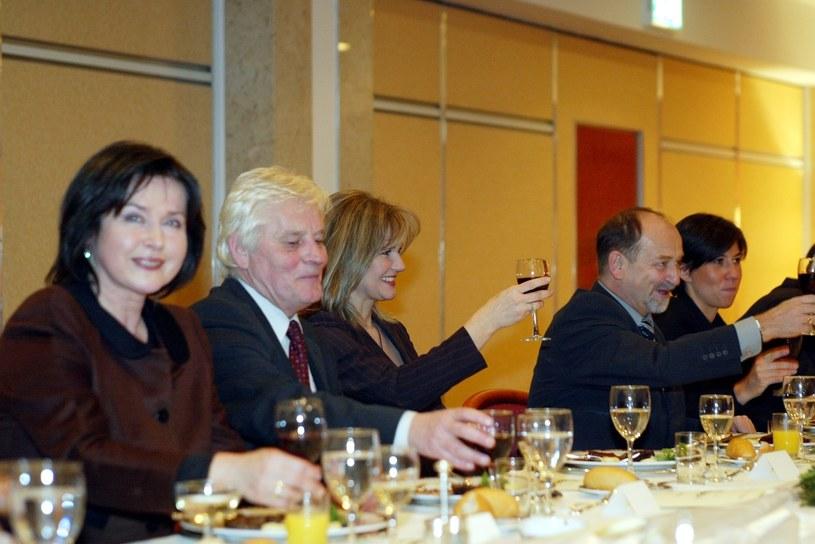 Elżbieta Jaworowicz (L) w 2004 roku podczas imprezy z okazji gali Złota Para Telewizji /Bauer /AKPA