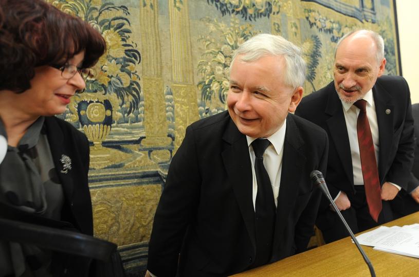 Elżbieta Kruk z Jarosławem Kaczyńskim i Macierewiczem /Witold Rozbicki /Reporter