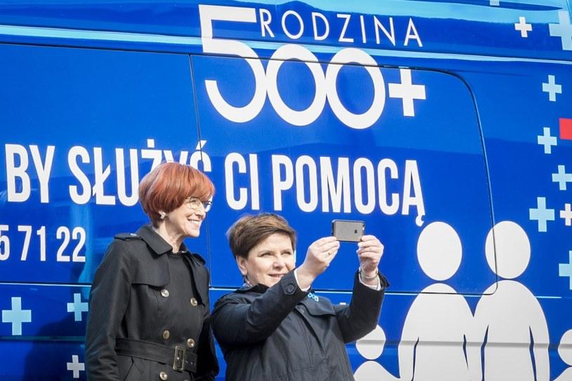 Elżbieta Rafalska i Beata Szydło /Jacek Domiński /Reporter