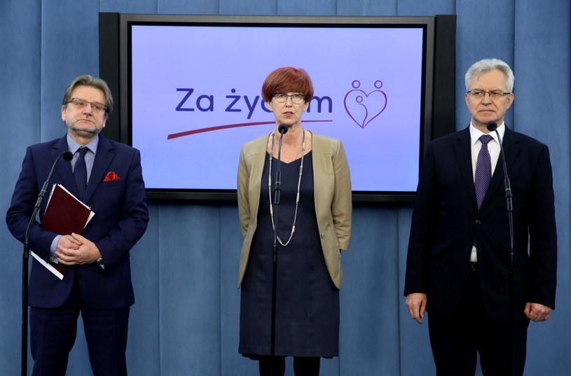 Elżbieta Rafalska, Krzysztof Michałkiewicz i Jarosław Pinkas /Tomasz Gzell /PAP