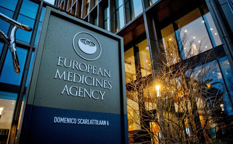 EMA: Po cyberataku wyciekły poufne dokumenty dotyczące szczepionek przeciw COVID-19 /Rex Features/EAST NEWS /East News