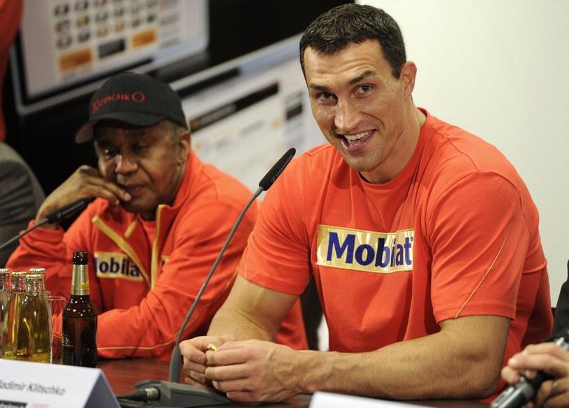 Emanuel Steward (z lewej) i Władimir Kliczko. /AFP