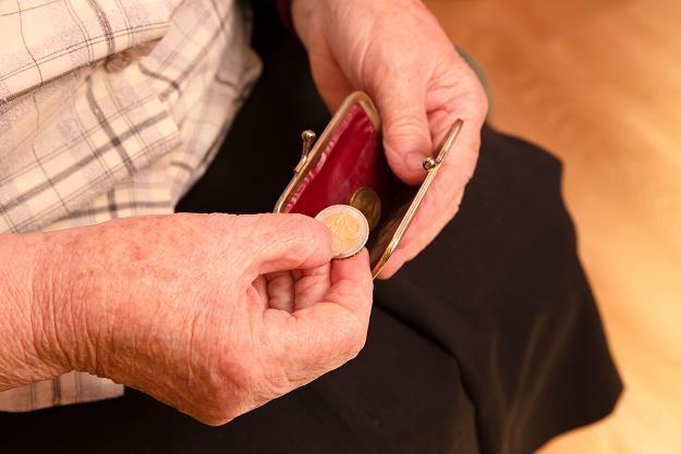 Emeryci zagrożeni ubóstwem i wykluczeniem społecznym /©123RF/PICSEL
