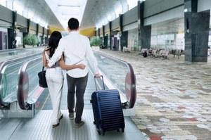 Emigracja: Polacy wolą pracować za granicą poniżej kwalifikacji, ale za lepsze pieniądze