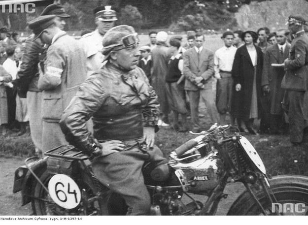Emil Schweitzer podczas międzynarodowego wyścigu górskiego w Wiśle (lipiec 1932 r.) /Z archiwum Narodowego Archiwum Cyfrowego