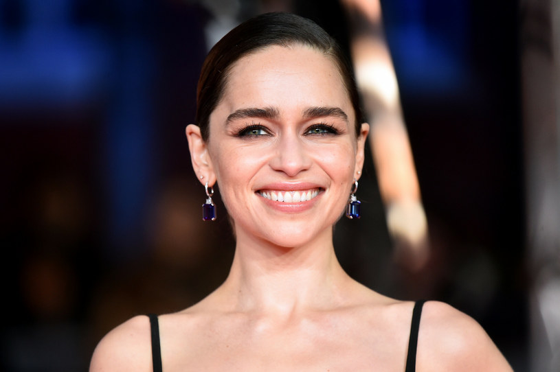 Emilia Clarke zdradziła, że operacje plastyczne ją przerażają /East News
