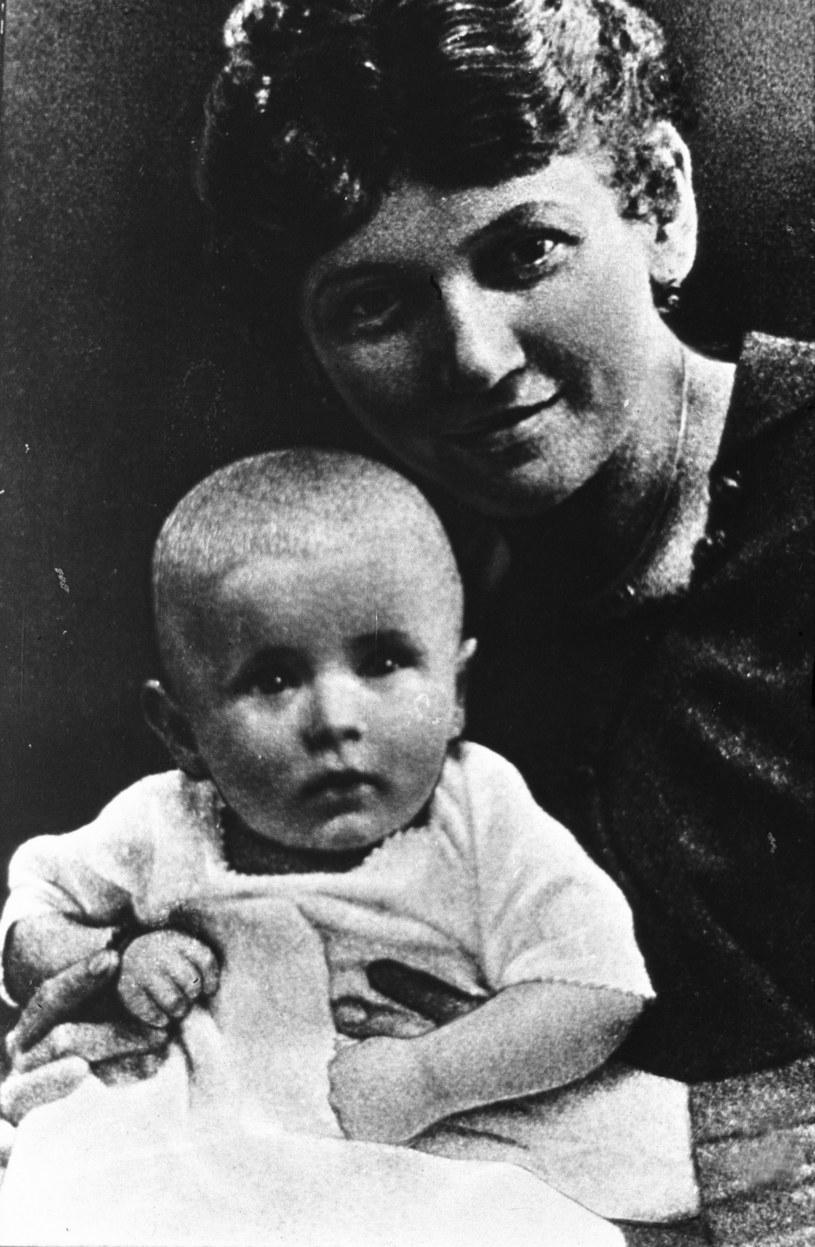 Emilia Wojtyłowa z synem Karolem, późniejszym papieżem Janem Pawłem II /Reporter