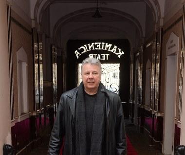 Emilian Kamiński zaprasza bezdomnych na świąteczne śniadanie