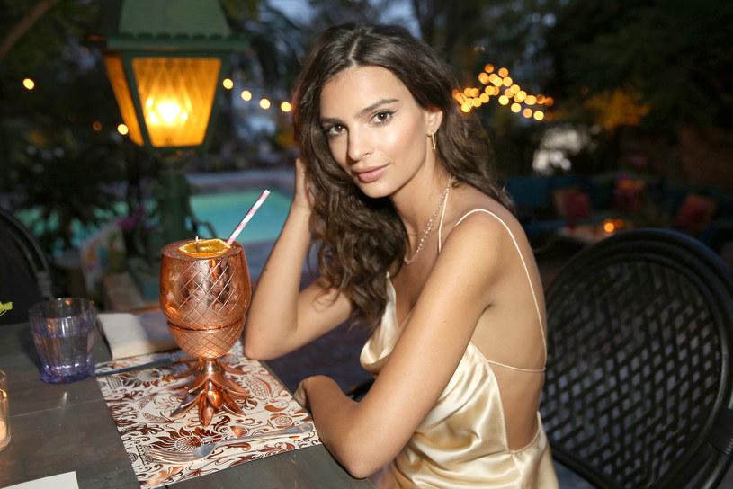 Emily Ratajkowski urodziła się Londynie.  Ojciec gwiazdy modelingu ma polskie korzenie /Getty Images