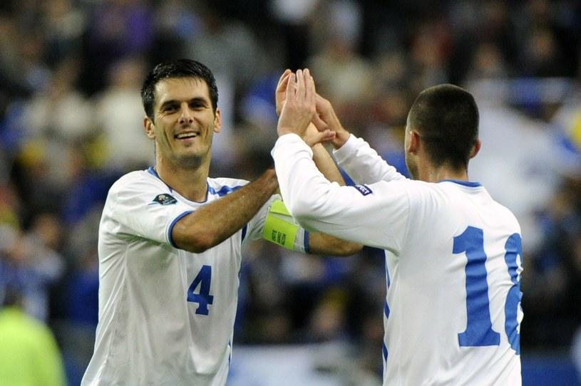 Emir Spahic (z lewej) /AFP