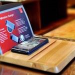 Emirates wprowadzają bezprzewodowe ładowarki do telefonów w swoich poczekalniach
