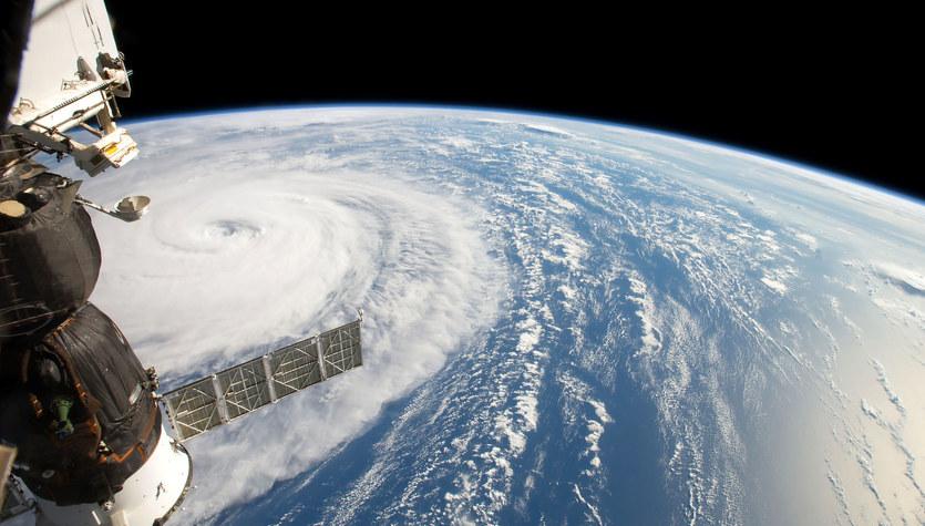 Emisje CO2 niszczą stratosferę i zagrażają satelitom