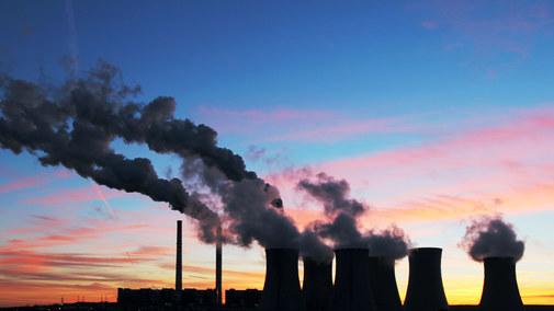 Emisje CO2 rosną. Zobacz, jak wypada Polska