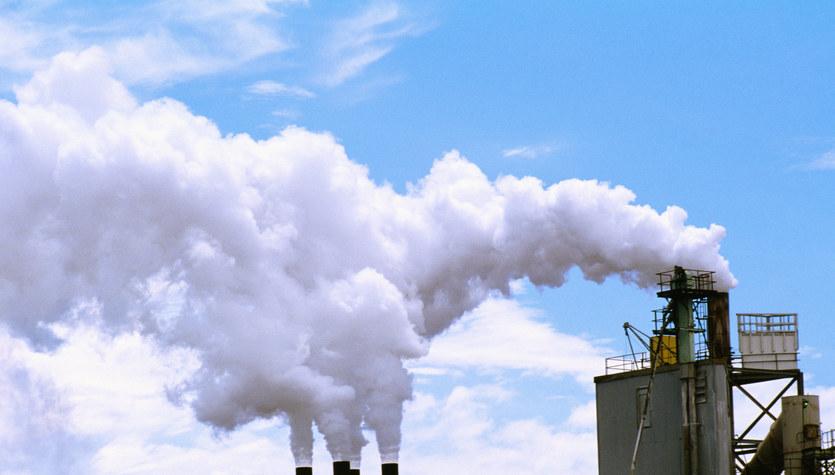 Emisje CO2 w Polsce rosną. Nasze sukcesy w ich redukcji to już historia