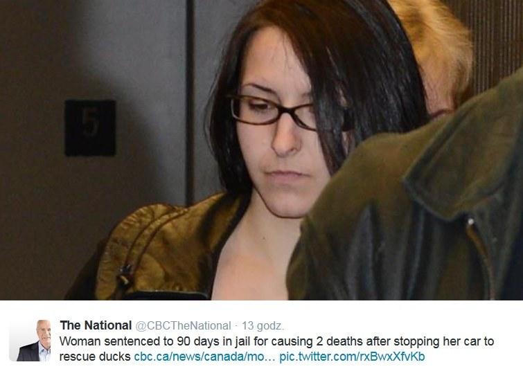 Emma Czornobaj opuszcza salę sądu /Twitter