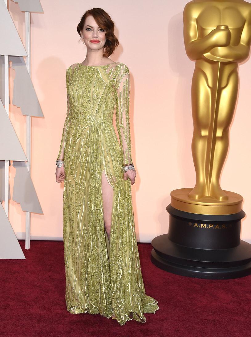 Emma Stone wybrała niezwykle trudny kolor sukni oscarowej /Getty Images