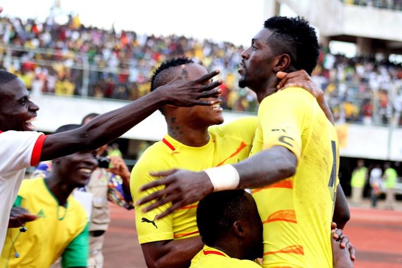 Emmanuel Adebayor (z prawej) wywołał wielkie zamieszanie w reprezentacji Togo /AFP