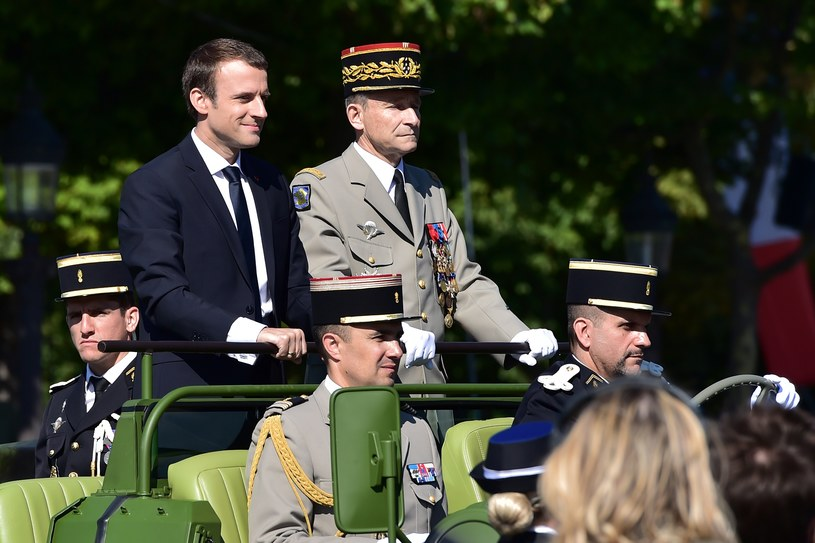 Emmanuel Macron i gen. Pierre de Villiers /Christophe ARCHAMBAULT  /AFP