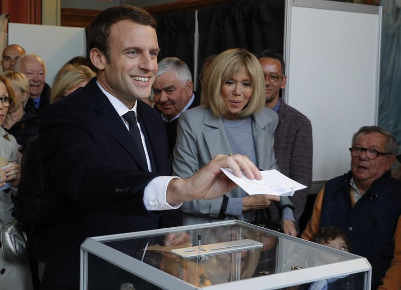 Emmanuel Macron I jego żona Brigitte Trogneux /AFP