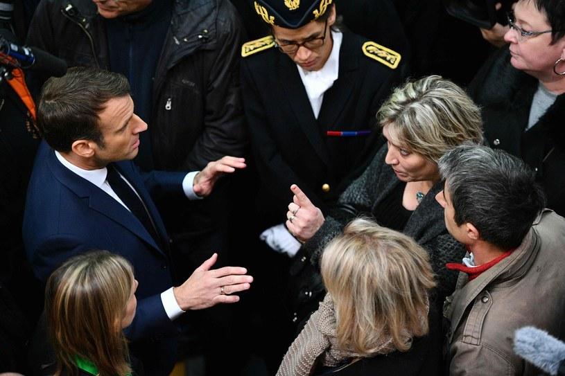 Emmanuel Macron rozmawia w Amiens z byłymi pracownikami firmy Whirlpool (listopad 2019) /AFP