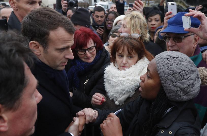 Emmanuel Macron w mieście dotkniętym powodzią /AFP