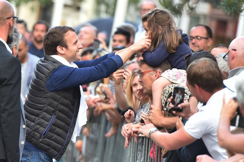 Emmanuel Macron zaangażował się w kampanię wyborczą /AFP
