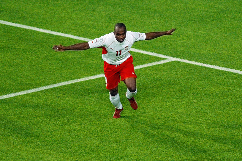 Emmanuel Olisadebe po zdobyciu bramki na mundialu 2002 /East News