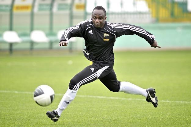 Emmanuel Olisadebe podczas treningu z Lechią Gdańsk fot: Adam Warżawa /PAP