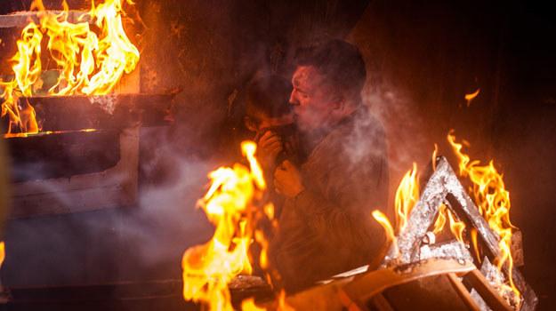 Emocje i szalejący ogień /Grzegorz Gołębiowski /materiały prasowe