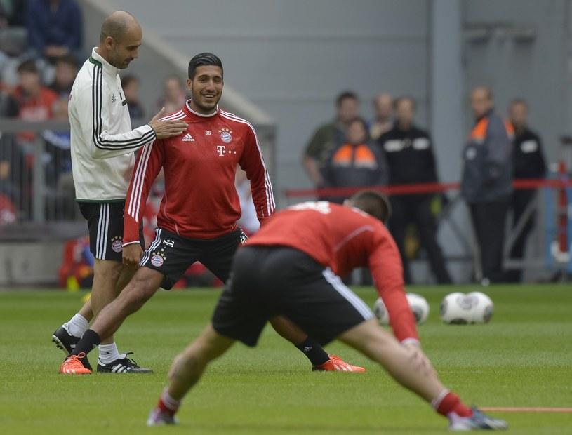 Emre Can w towarzystwie trenera Bayernu Pepa Guardioli /AFP
