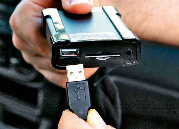 Emulator zmieniarki umożliwia odtwarzanie plików MP3 w starszych autach. /Motor
