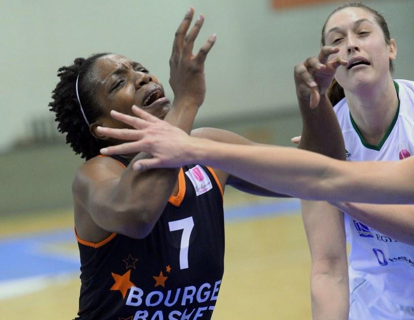 Endene Miyem (z lewej) i jej koleżanki z Bourges zagrają w finale /AFP