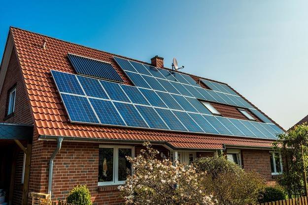 Energia słoneczna mogłaby pomóc ograniczyć problem smogu /©123RF/PICSEL